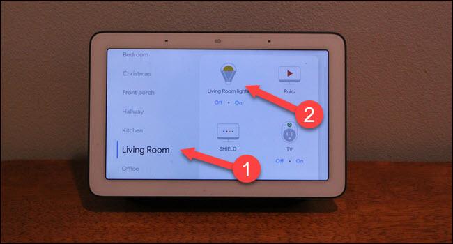 Okno dialogowe Google Home pokoje ze strzałkami wskazującymi pokoje dzienne i światła.
