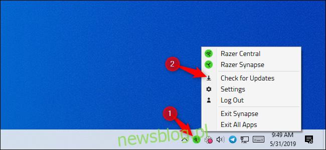 Razer sprawdza dostępność aktualizacji w obszarze powiadomień