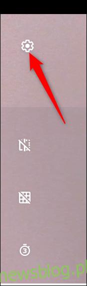 Kliknij zębatkę Ustawienia, aby zmienić kilka ustawień aparatu.