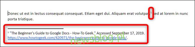 Dokumenty Google automatycznie umieszczają numer w indeksie górnym przy kursorze i umieszczają źródło w przypisie w wybranym stylu cytowania.