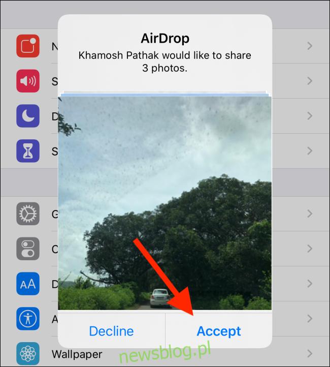 Prośba AirDrop o udostępnienie zdjęć; Twój kontakt musi dotknąć