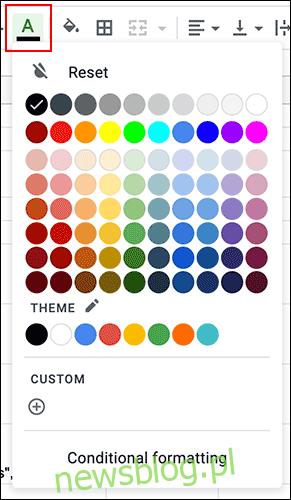 Aby zmienić kolor tekstu komórki w Arkuszach Google, kliknij menu rozwijane koloru tekstu na pasku narzędzi formatowania