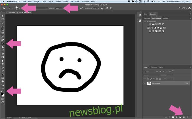Strzałki wskazujące wszystko, co musisz kliknąć w interfejsie programu Photoshop, aby pomalować czarne koło.