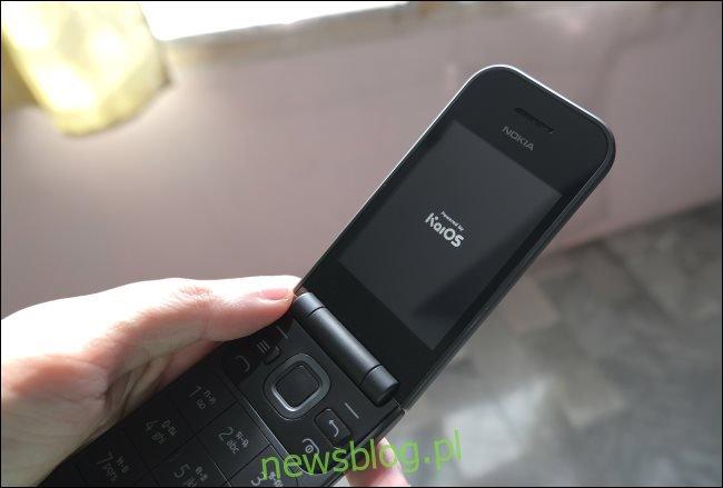 Telefon z klapką Nokia 2720 z systemem KaiOS.