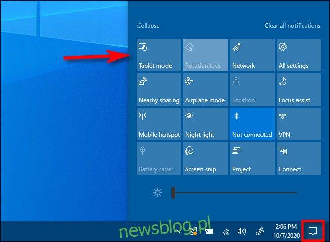 W Centrum akcji systemu Windows 10 dotknij przycisku Tryb tabletu.