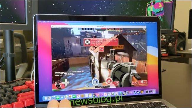 Wersja Team Fortress 2 dla systemu Windows działająca na M1 Mac za pośrednictwem CodeWeavers CrossOver.
