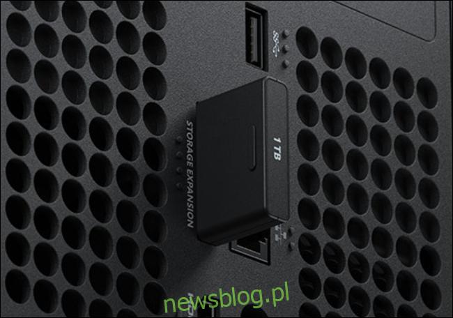 Gniazdo rozszerzenia pamięci Xbox Series X.