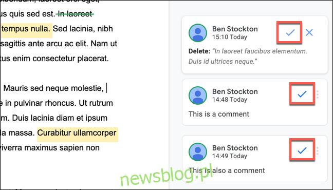 Aby zaakceptować komentarz lub edytować sugestię w Dokumentach Google, kliknij ikonę zaznaczenia w polu komentarzy.