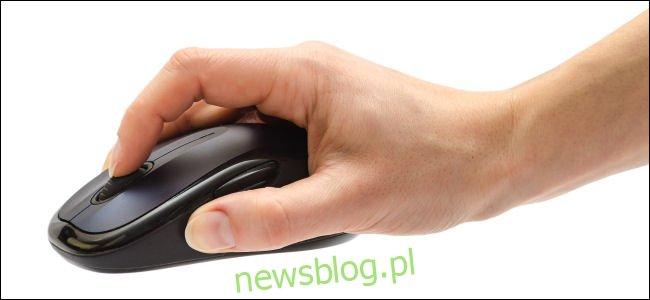 Ręka na myszy z kółkiem przewijania Zdjęcie Shutterstock autorstwa Purple Clouds